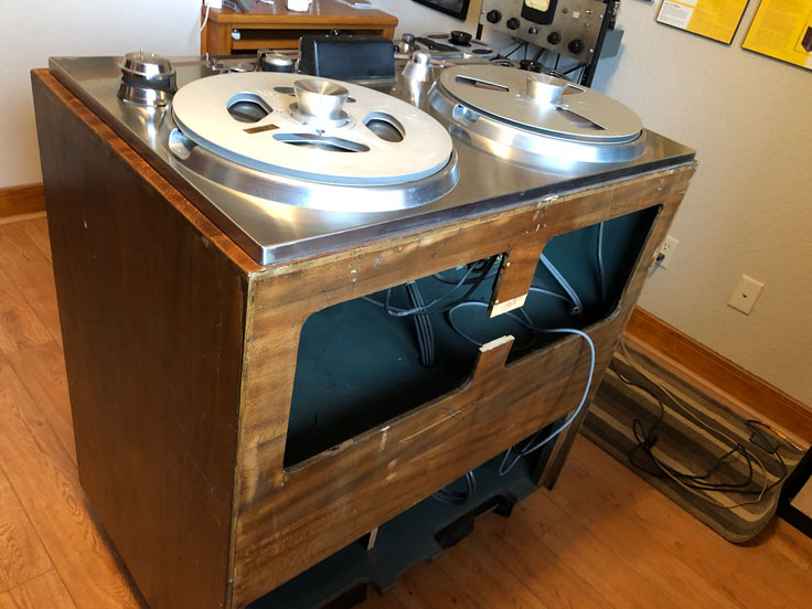Inside photos of Theophilus / MOMSR / R2RTx's Ampex 200A #33 pro reel to reel tape recorder