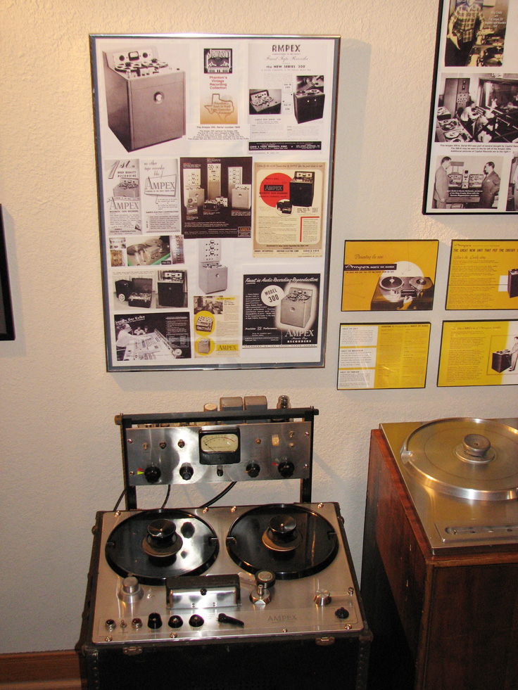 Reel2ReelTexas.com'sAmpex 300 on display at the Phantom studio