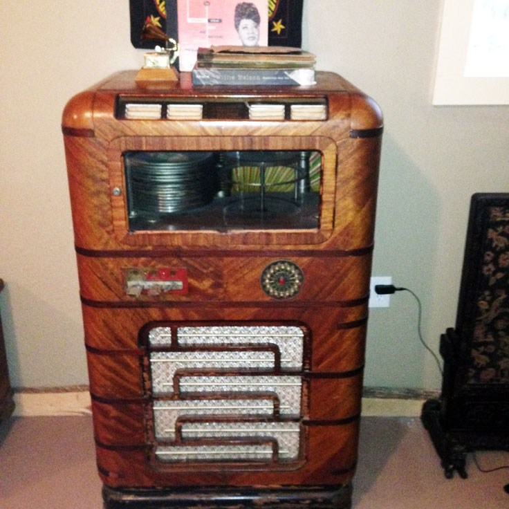Very cool jukebox given to Freddy in trade for studio time at the Arlyn Studios