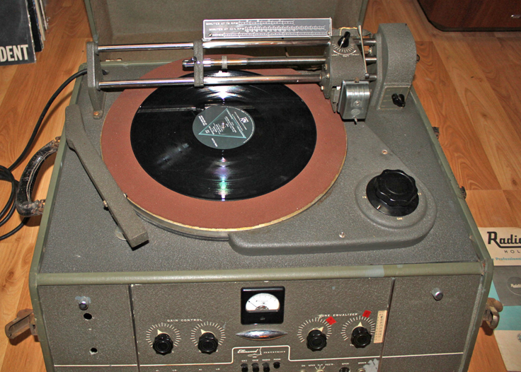 Photos of the Radiotone RA-116 provided to the Museum of Magnetic Sound Recording by Charles Moore