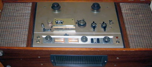 Roberts 1670 reel to reel tape recorder in console