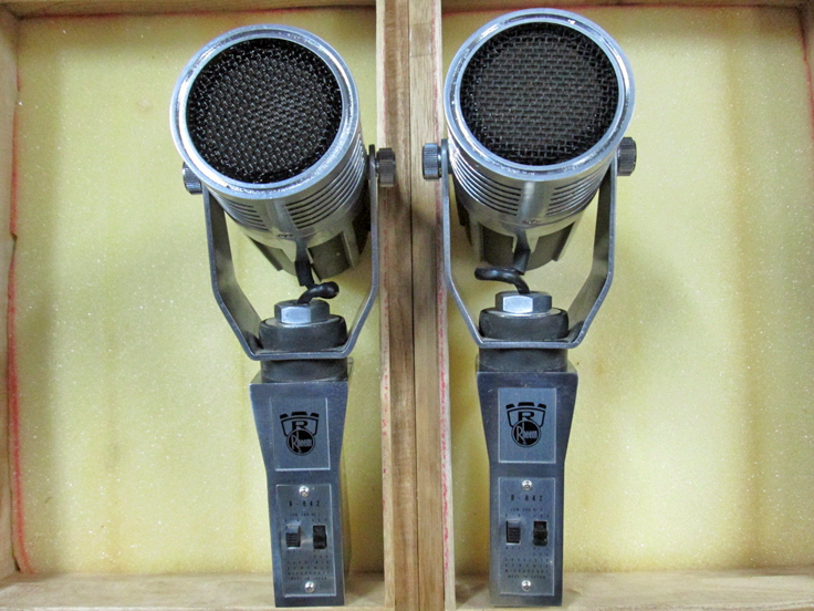Roberts Microphone pair D-842