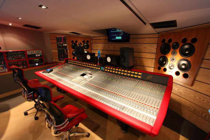 The Evolution and Decline of the Traditional Recording Studio Thesis