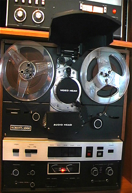 the Roberts 1000 audio and black and white video recorder combination
