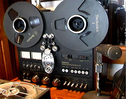 Technics RS1700 in Phantom's vintage reel to reel tape recorder collection